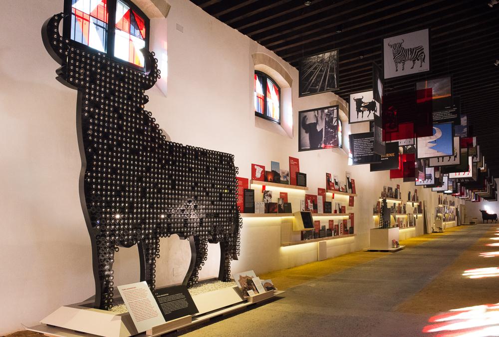 Espacio Toro Gallery: Aparece el Toro que hicimos en colaboración con Swarovski, donde nosotros proporcionamos nuestra silueta del toro y ellos sus famosos Elements.