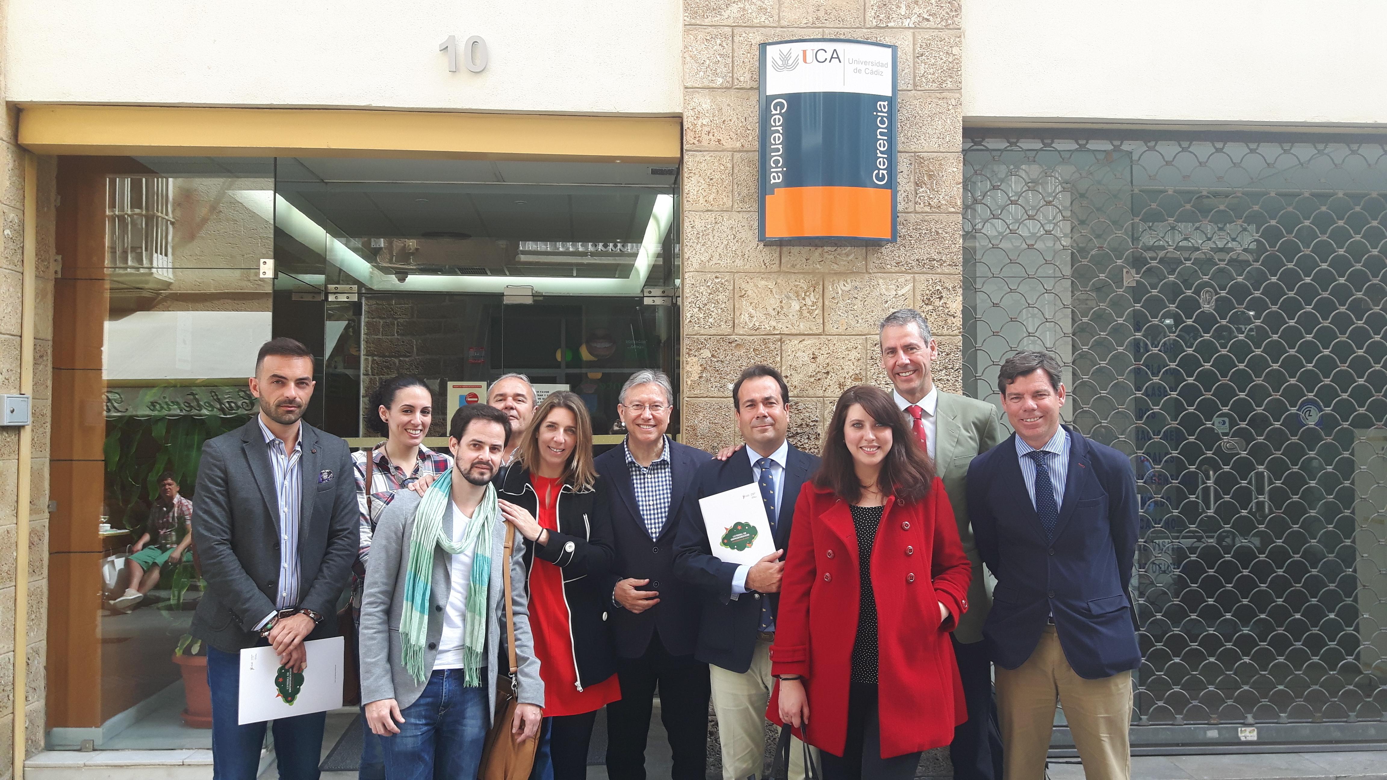 Foto de grupo de todos los que forman parte del proyecto Inconformistas, tanto representantes de la UCA como los de la Fundación Osborne