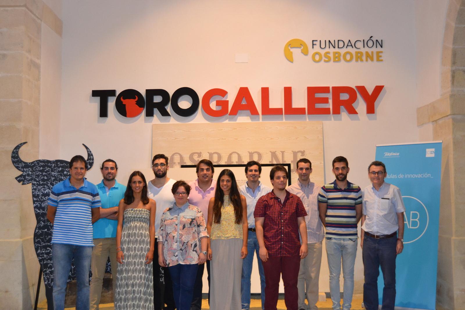 Foto de grupo de los alumnos y sus tutores en Toro Gallery, en El Puerto de Santa María