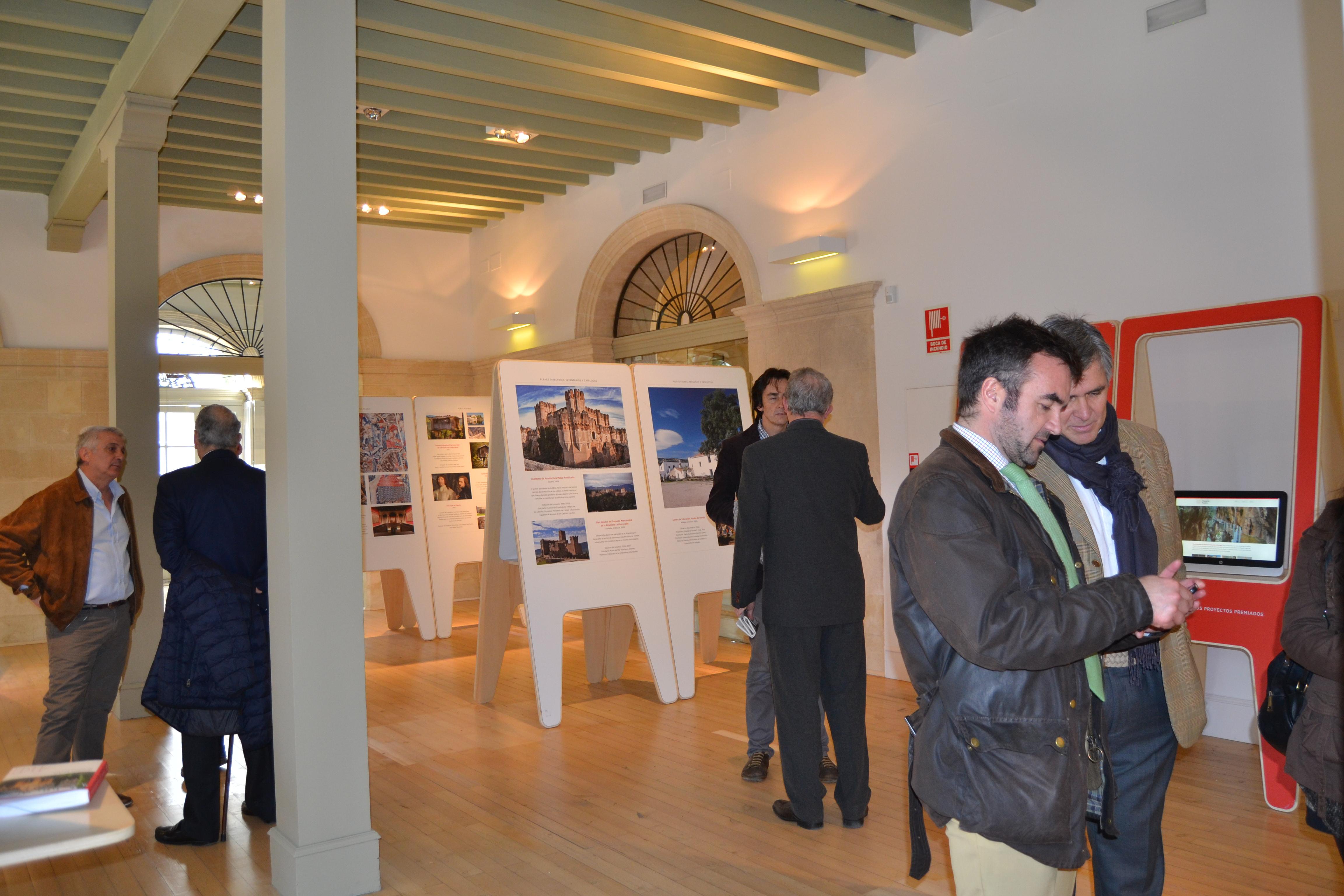 Inauguración de la Exposición Hispania Nostra; Re-Conociendo el Patrimonio Español en Europa. Aparece en la imagen, los distintos paneles exponiendo los premios de patrimonio de otros años, incluyendo el nuestro de este año al Toro de Osborne.
