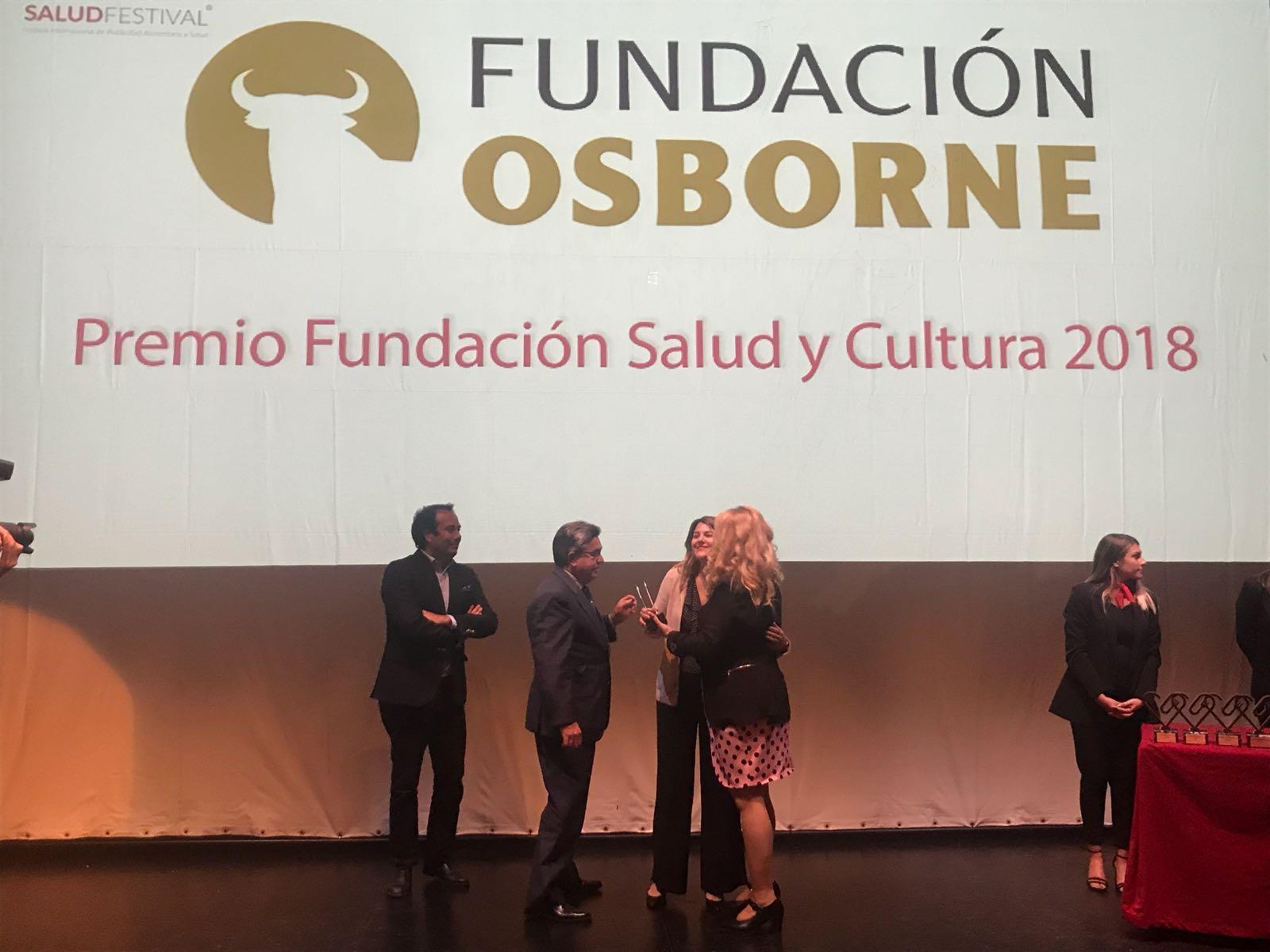 """Recibiendo el premio """"Salud y Cultura 2018"""" del SaludFestival"""